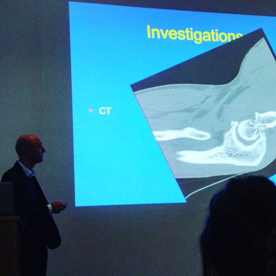 Mr Ewan Bigsby, Consultant shoulder and elbow surgeon describes an elbow MRI scan. Cobalt Centre - Cheltenham